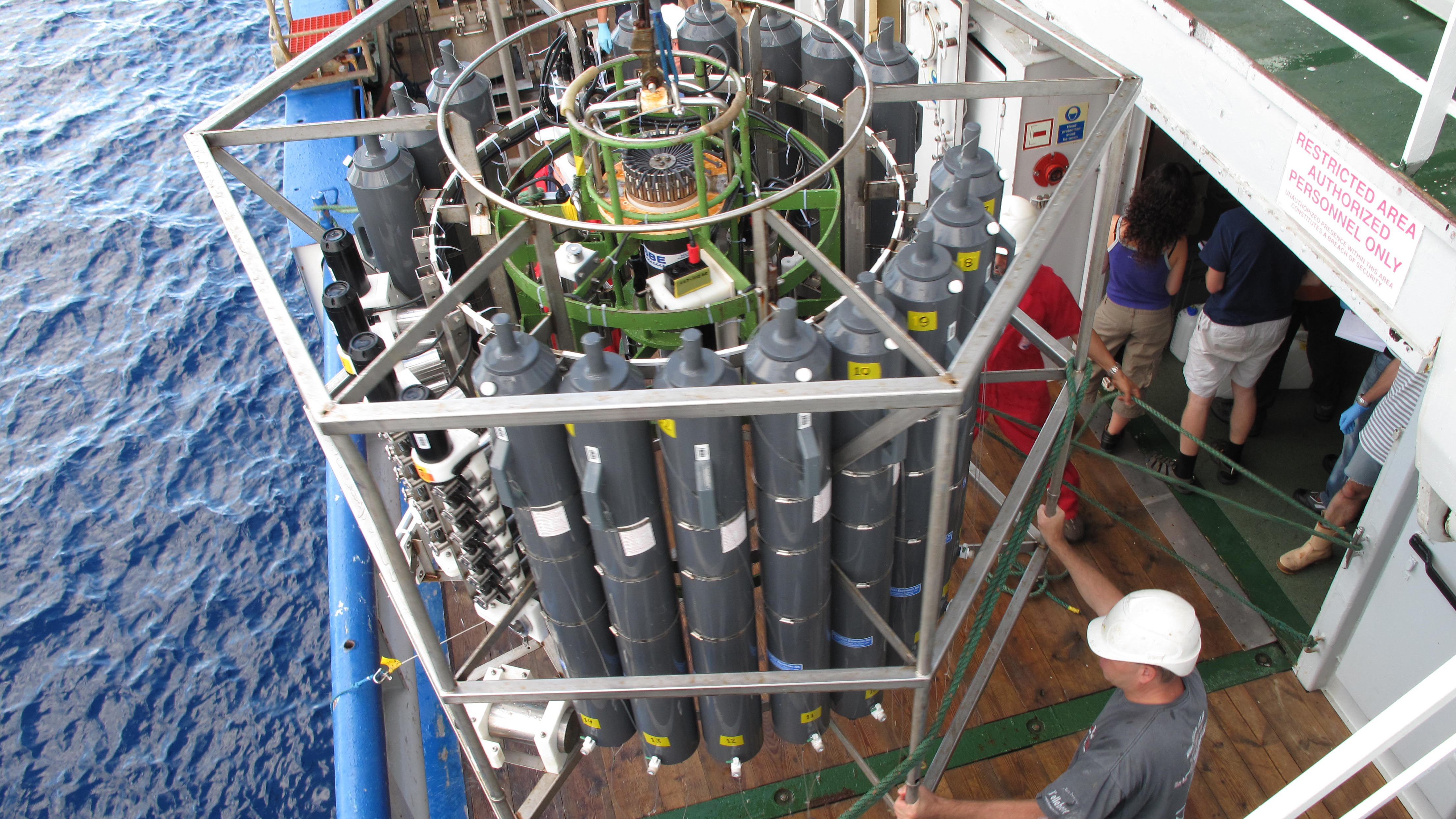 rosette sampling system used in the deep sea